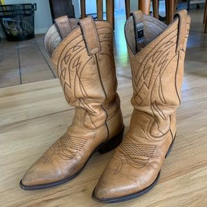 Vintage worn in tan Frye Billy boots sz 9